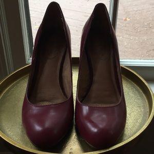 Deep red corso como heels